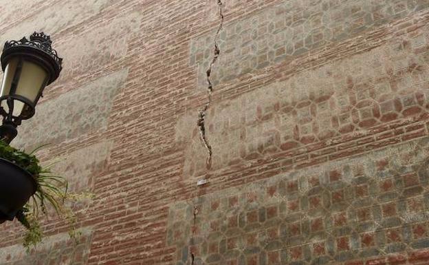 Las grietas con historia de la iglesia del Sagrario de Málaga